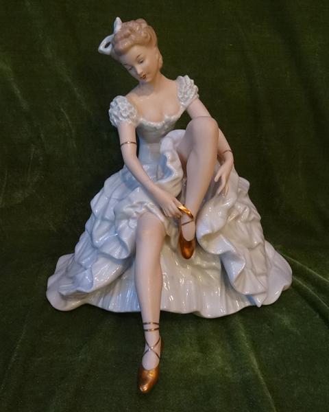 Коварт. балерина с пуантами